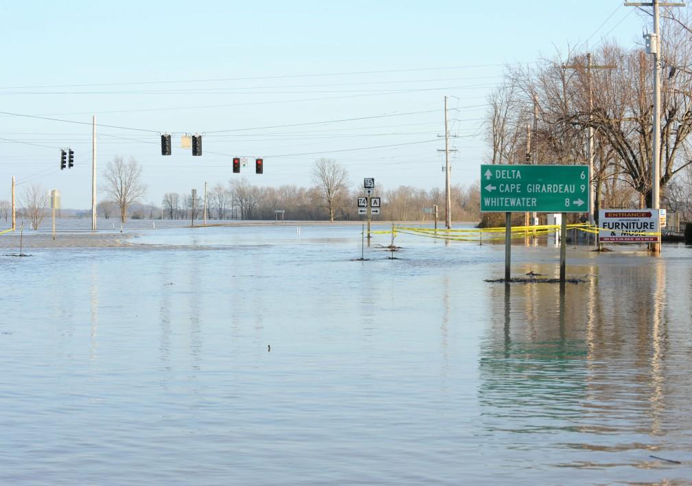Dutchtown, MO-Areas remain under flood water. Jocelyn Augustino/FEMA