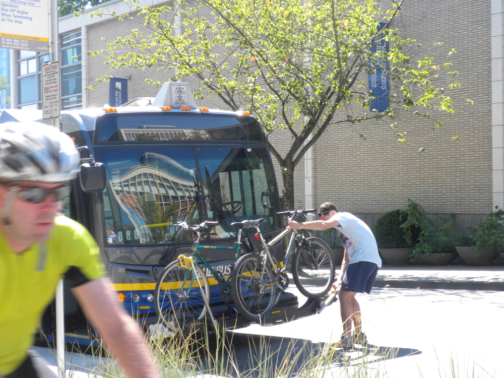 dscn5899-vancouver-translink-bikes-rack-on-bus