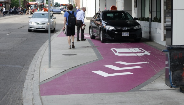 alt-hotel-slater-sidewalk